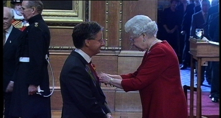 MdeP receiving an MBE from HRH ER