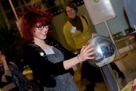 Van der Graaff generator and electrified victim