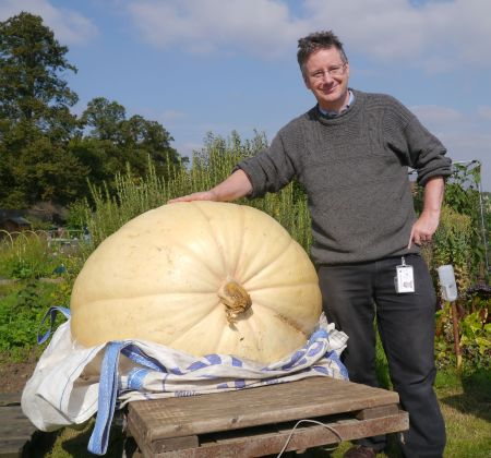 A 124 kg pumpkin and me.