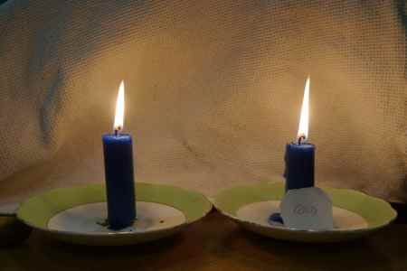 Do candles which are first chilled in the freezer burn longer than candles at room temperature?